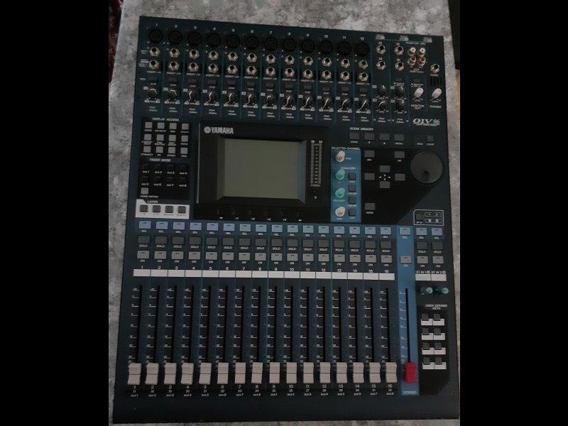 Mesa mezcladora digital Yamaha 01V 96 V2, vista 1
