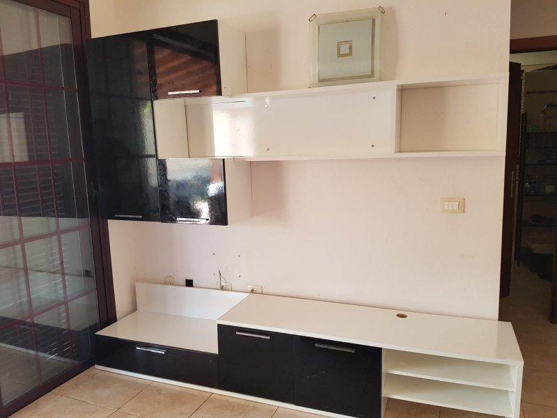 Mueble compacto TV y mesa de centro seminuevos, vista 1