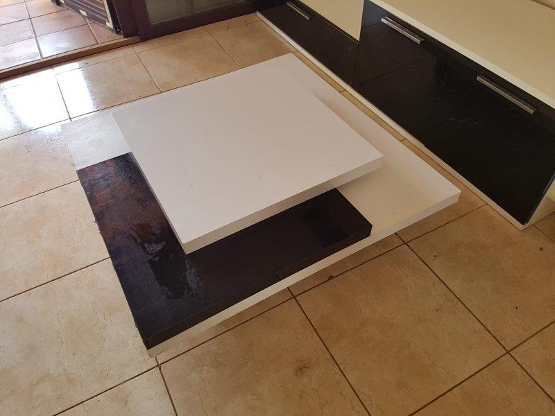 Mueble compacto TV y mesa de centro seminuevos, vista 2