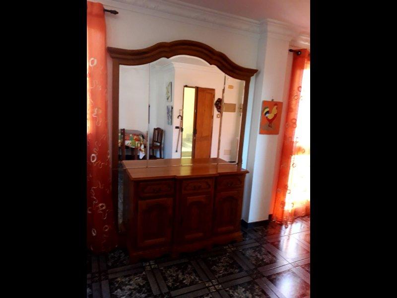Mueble de madera, vista 1