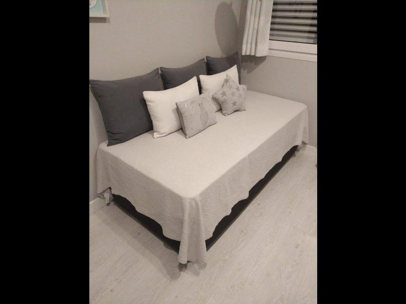 1 Arcón y colchón. 2 Mueble juvenil, vista 3