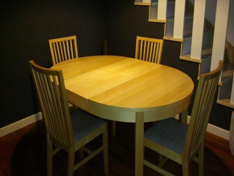 Mesa de comedor con 4 sillas, vista 1