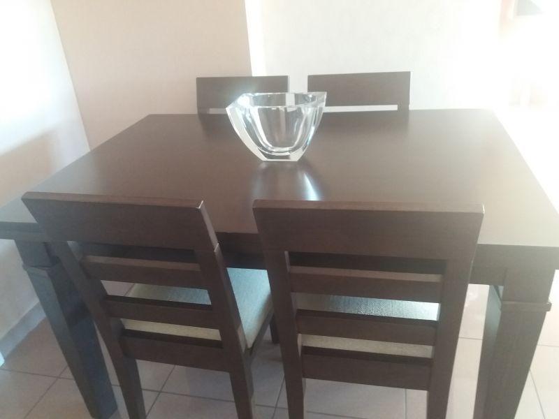 Mesa de comedor y 4 sillas, vista 1