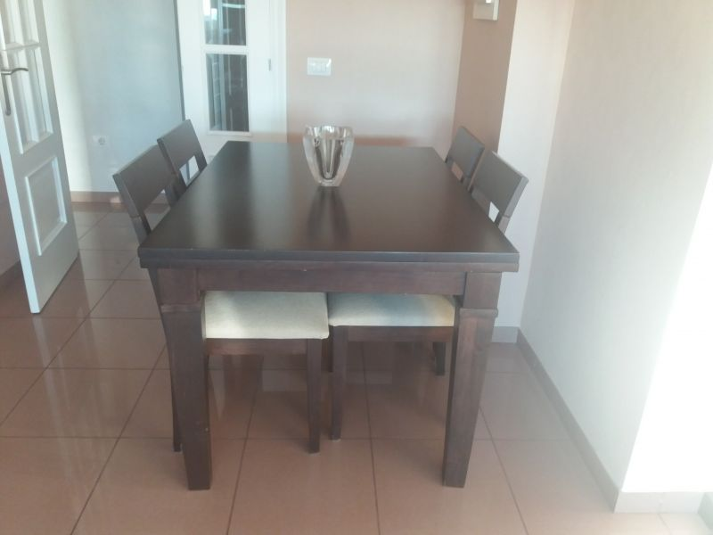 Mesa de comedor y 4 sillas, vista 2