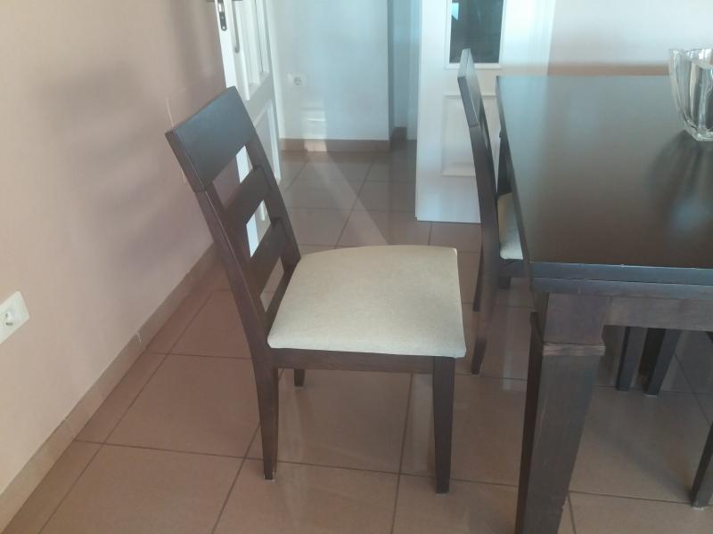 Mesa de comedor y 4 sillas, vista 3