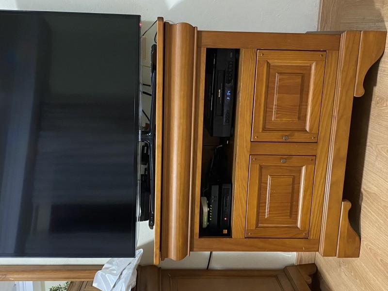 MUEBLE TV ESTILO RÚSTICO EN ROBLE MACIZO, vista 2
