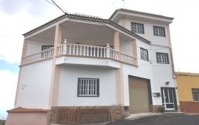 Ver las fotos y detalles, de adosado-en-esquina en Guía de Isora, Tenerife. ref.: 922-v-ae