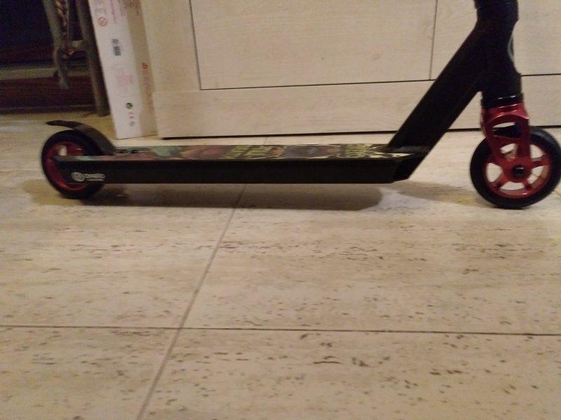 Se vende scooter y skate, vista 3