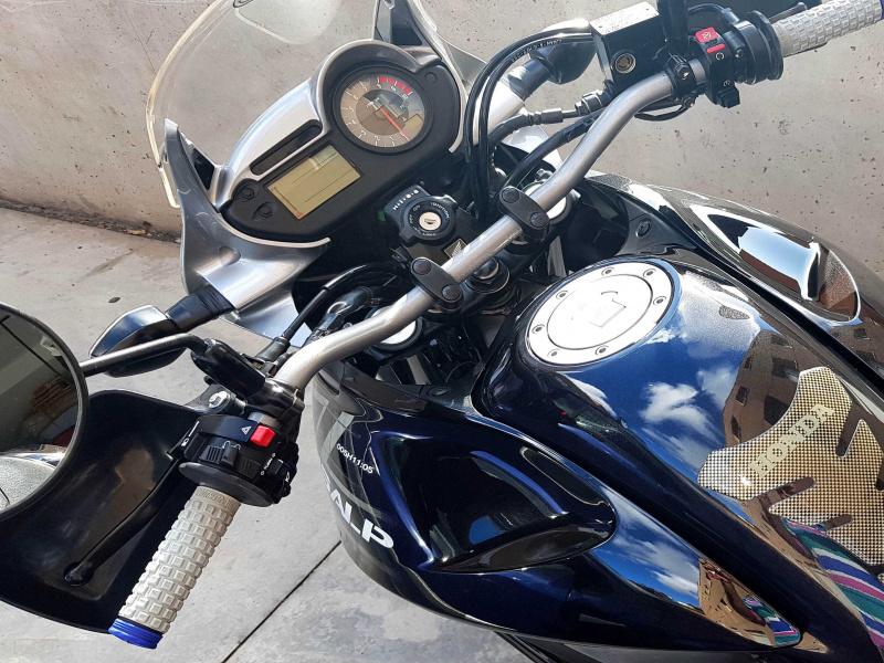 Honda Transalp XL 700 V, vista 4